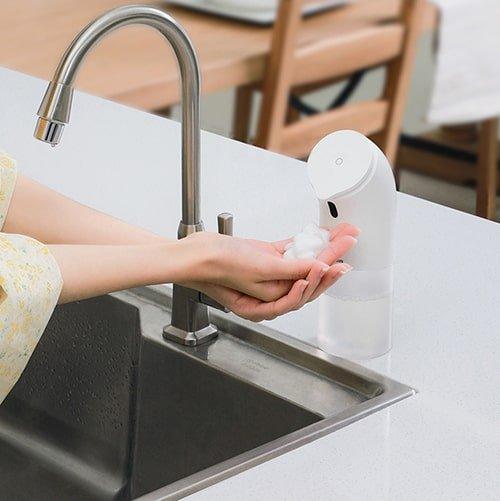 Автоматический дозатор жидкого мыла